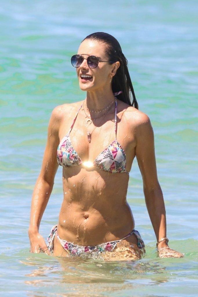 Alessandra Ambrosio Sexy (27 Photos)