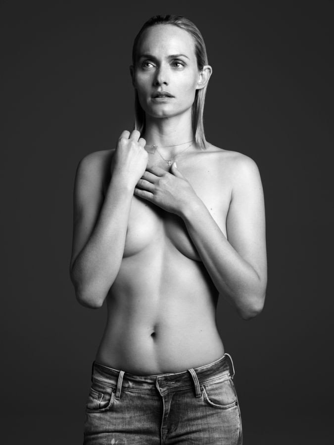 Desnudo pezón desnudo ámbar valletta