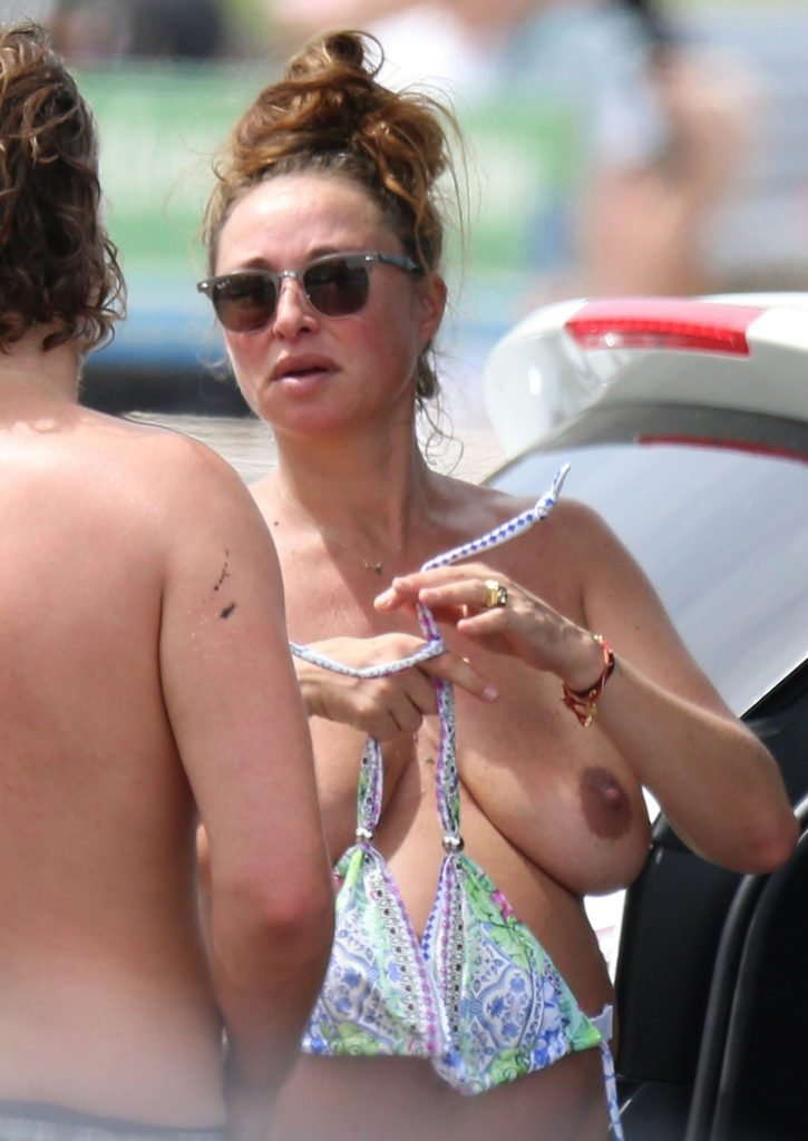 Camilla Franks Topless (5 Photos)