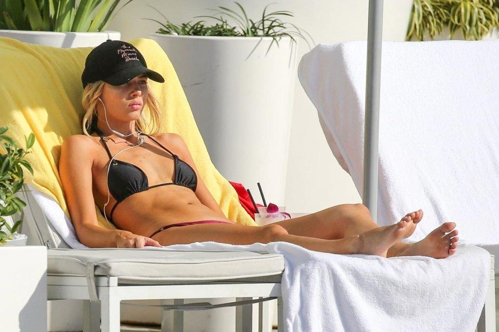Celeste Bright Sexy (13 Photos)