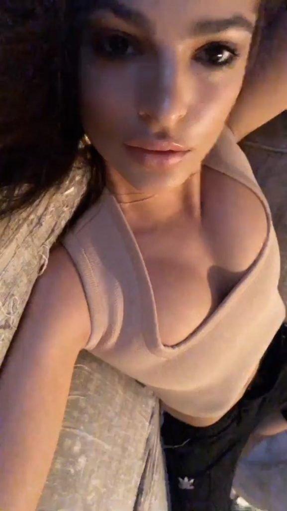 Emily Ratajkowski Sexy (4 Pics + Gif)