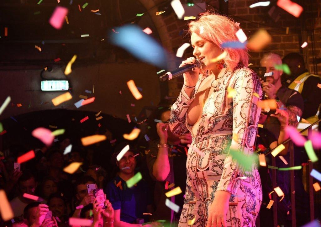 Grace Davies Sexy (14 Photos)