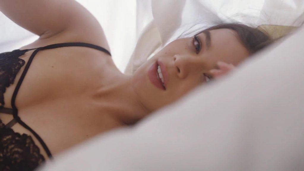 Hailee Steinfeld Sexy (30 Pics + Gifs & Video)