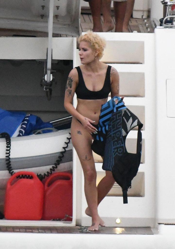 Halsey Sexy (66 Photos)