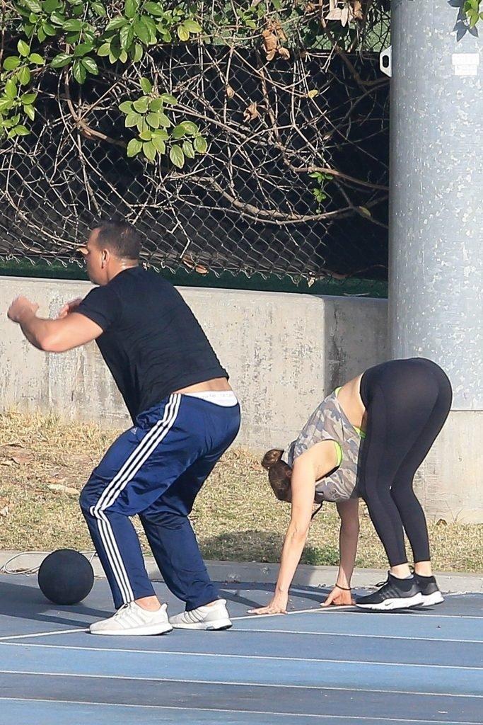 Jennifer Lopez Sexy (23 Photos + Video)