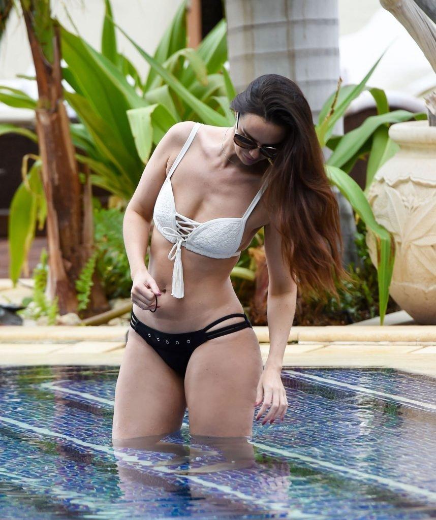 Jennifer Metcalfe Sexy (19 Photos)