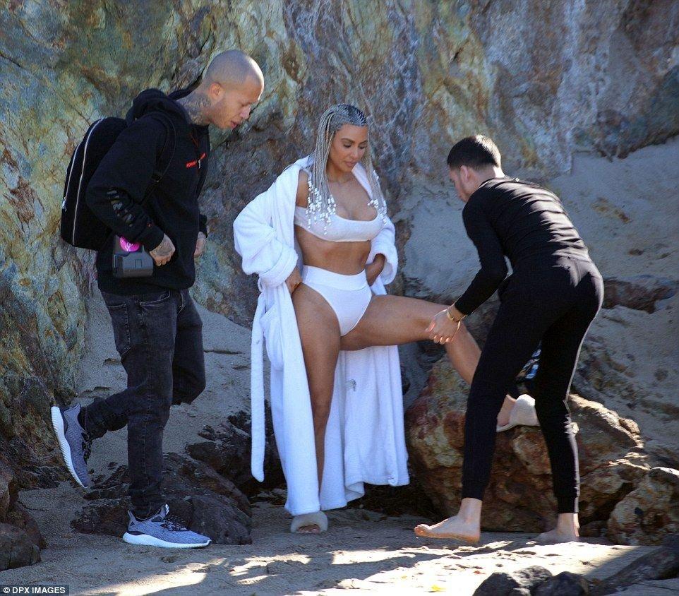 Kim Kardashian Sexy (21 New Photos)