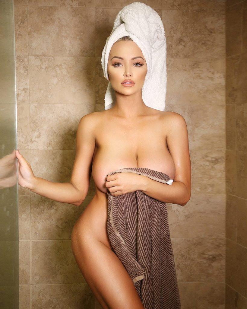 Pelas nude lindsey Lindsey Pelas