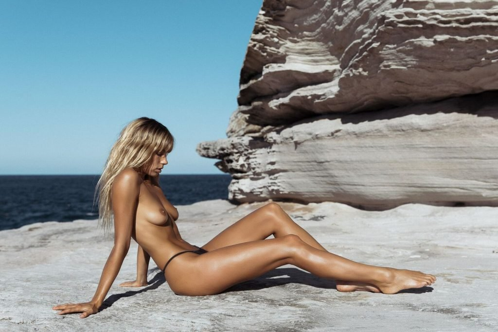 Madeline Relph Nude (30 Photos)