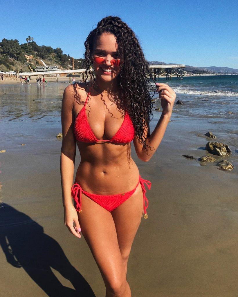Madison Pettis Sexy (2 Photos + Gif)