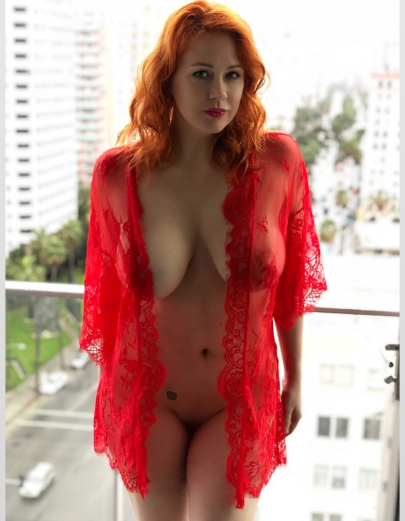 Hot redhead showing off her amazing naked body 7