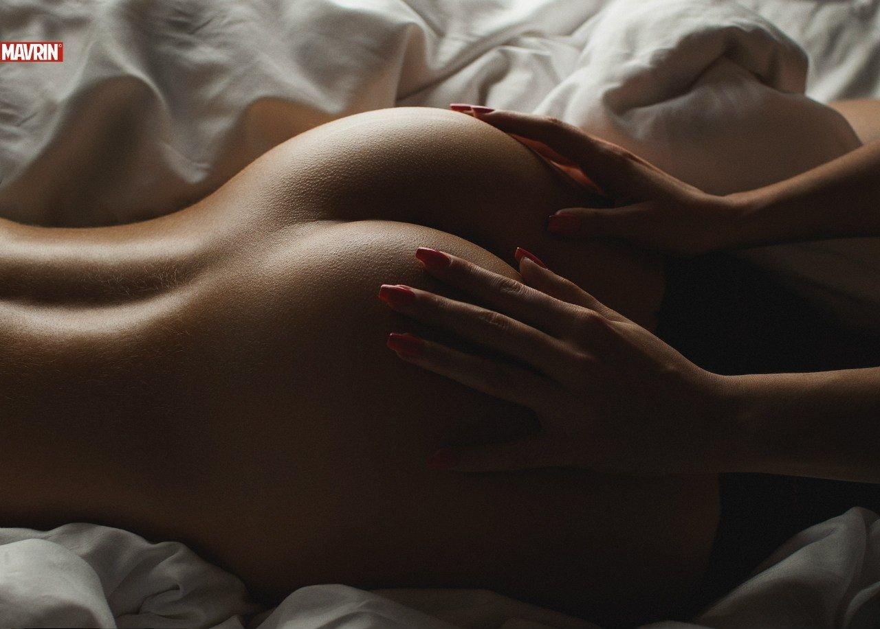 naked women erotic play