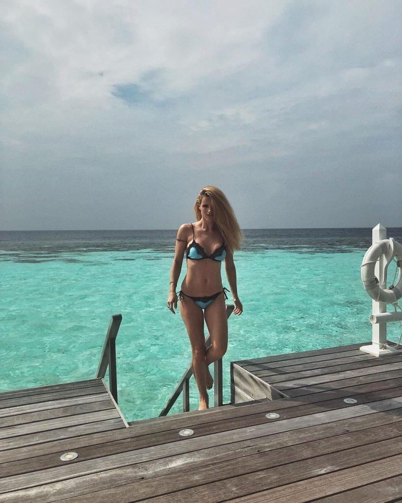 Michelle Hunziker Sexy (14 Photos)
