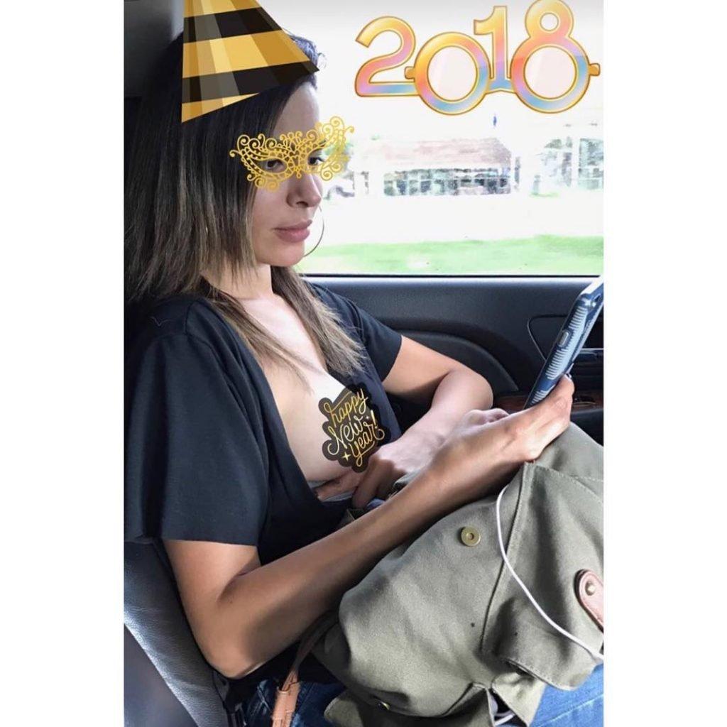 Nadine Velazquez Boob Flash (1 Photo)