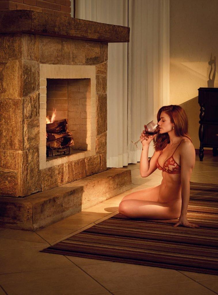 Renata Longaray Nude & Sexy (25 Photos + Video)