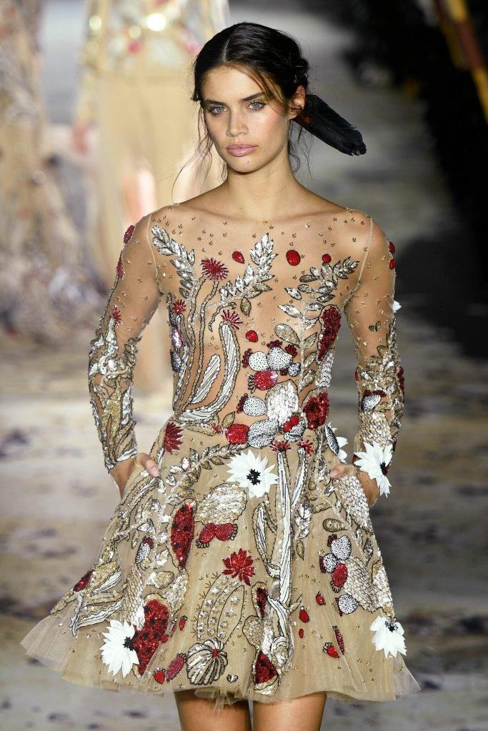 Sara sampaio see through 16 photos gifs video for Couture france