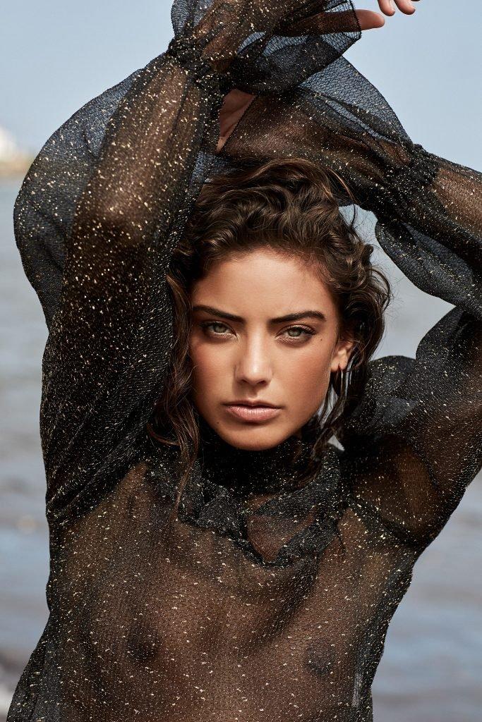 Vanessa Moe Sexy & Topless (7 Photos)