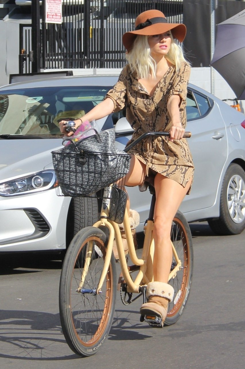 Sexy Dutch Naked Bicycle Photo HD