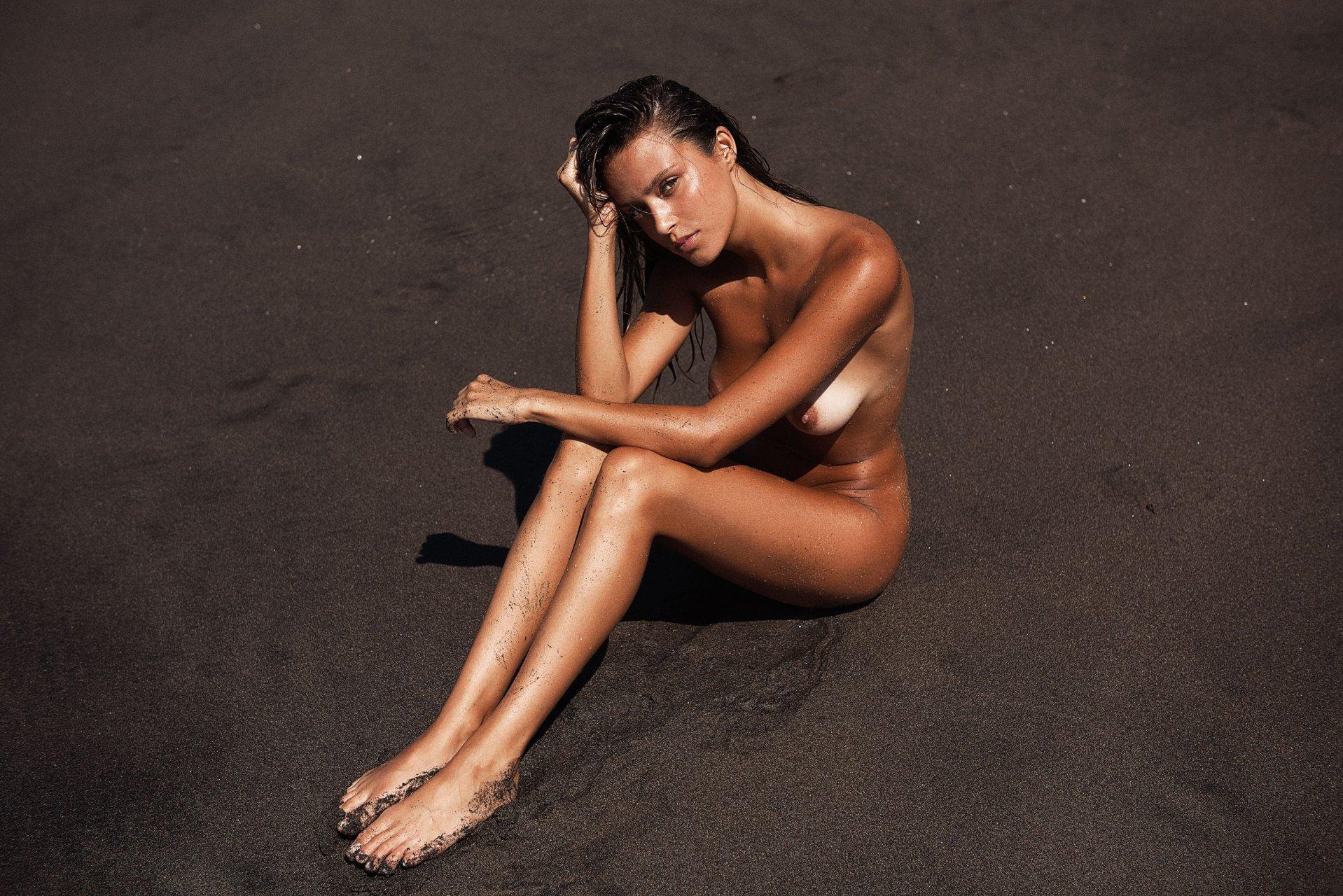 Sexy James Nude Pics
