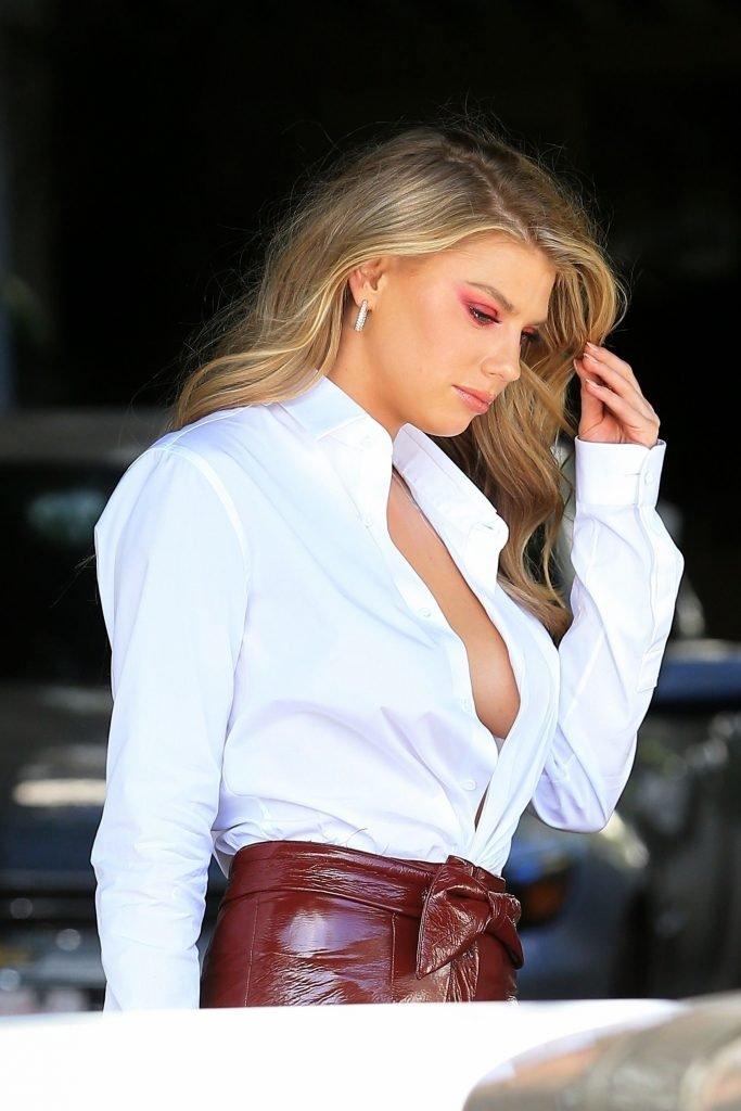 Charlotte McKinney Sexy (24 Photos)