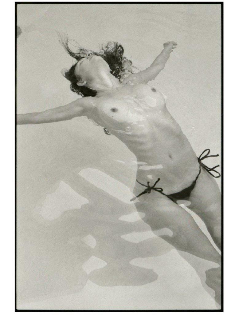 Elizabeth Elam Sexy & Topless (10 Photos)