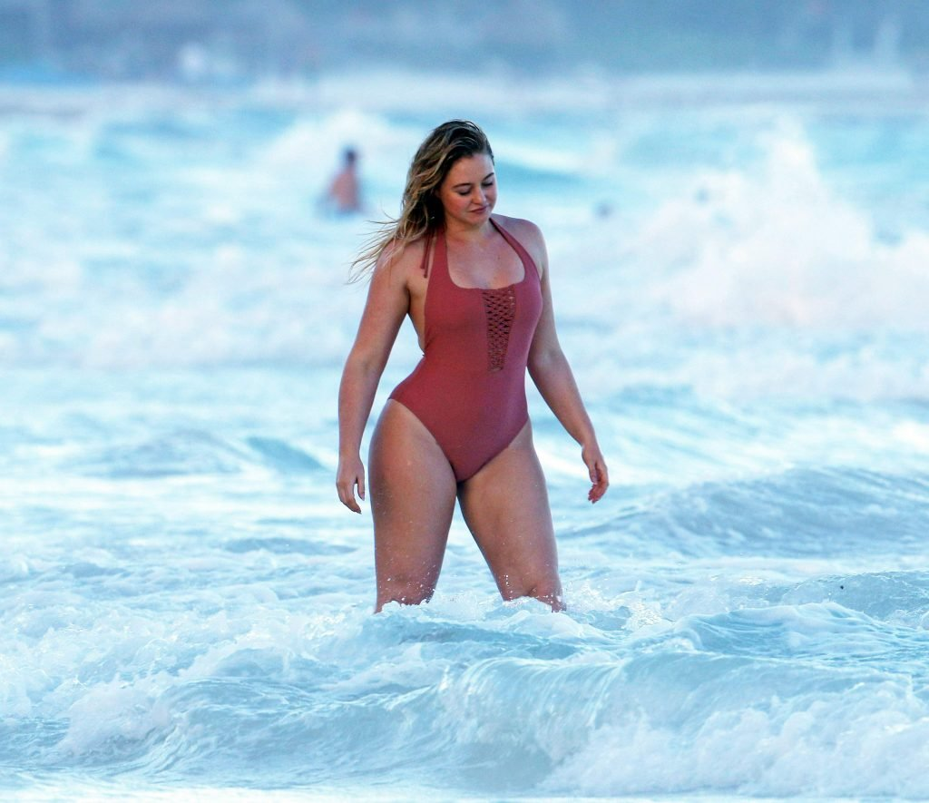 Iskra Lawrence Sexy (27 Photos)