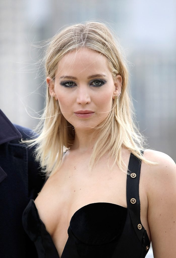 Jennifer Lawrence Braless (13 Photos) | #TheFappening