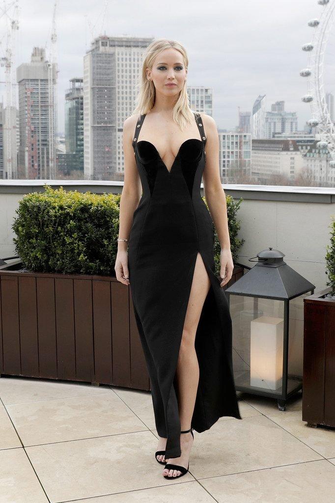Jennifer Lawrence Braless (13 Photos)