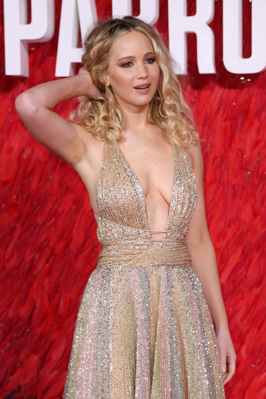 Jennifer Lawrence Braless (44 Photos) | #TheFappening