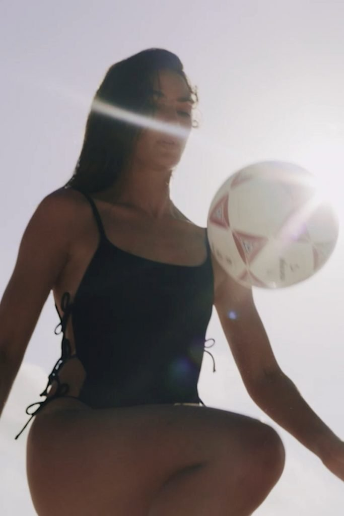 Lily Aldridge Sexy (20 Pics + Gif & Videos)