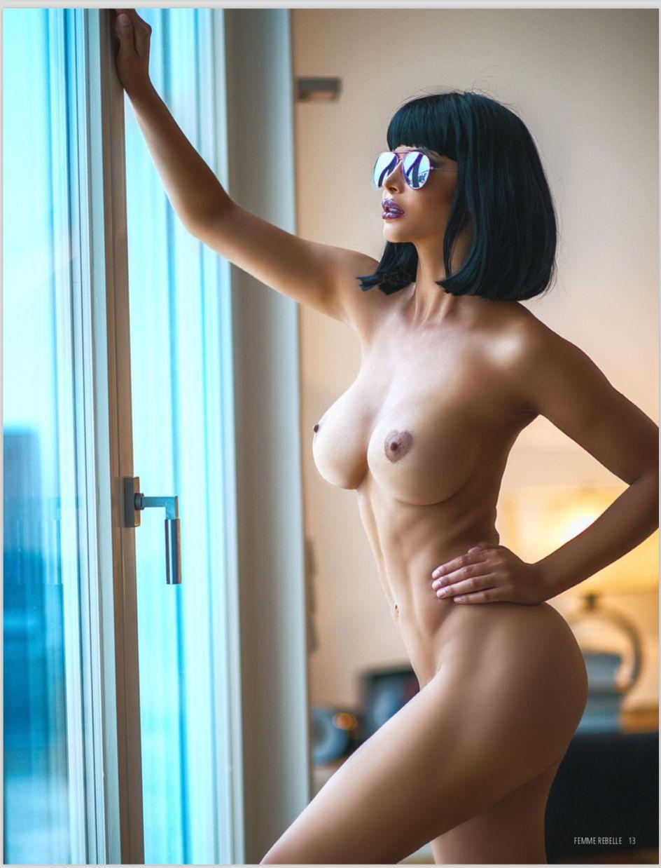 Naked rebelle Naked Truth.