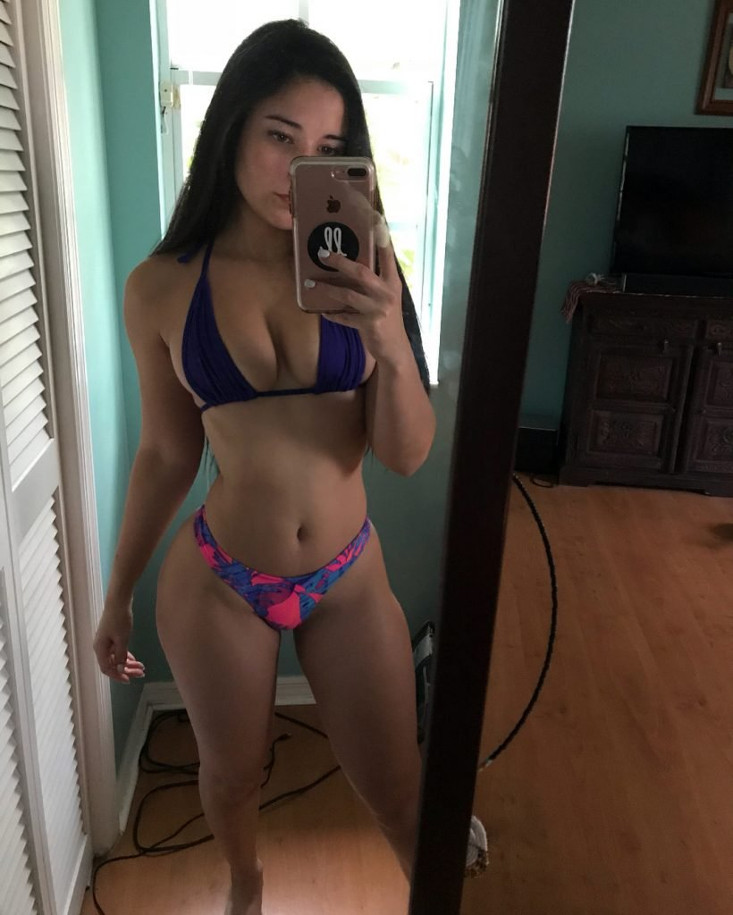Angie Varona Sexy (7 Photos)