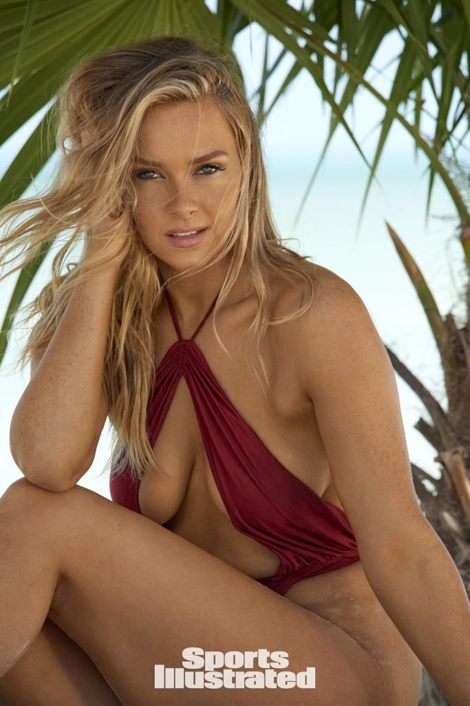 camille kostek nude pics