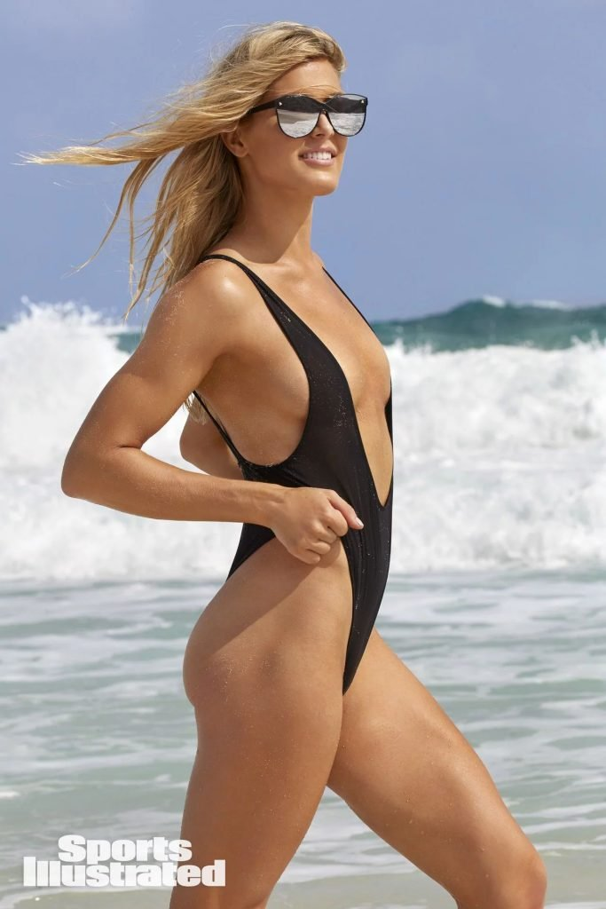 lara logan topless