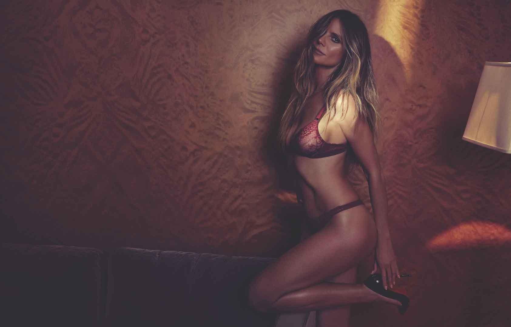 Heidi Klum posts nude photo of herself relaxing on