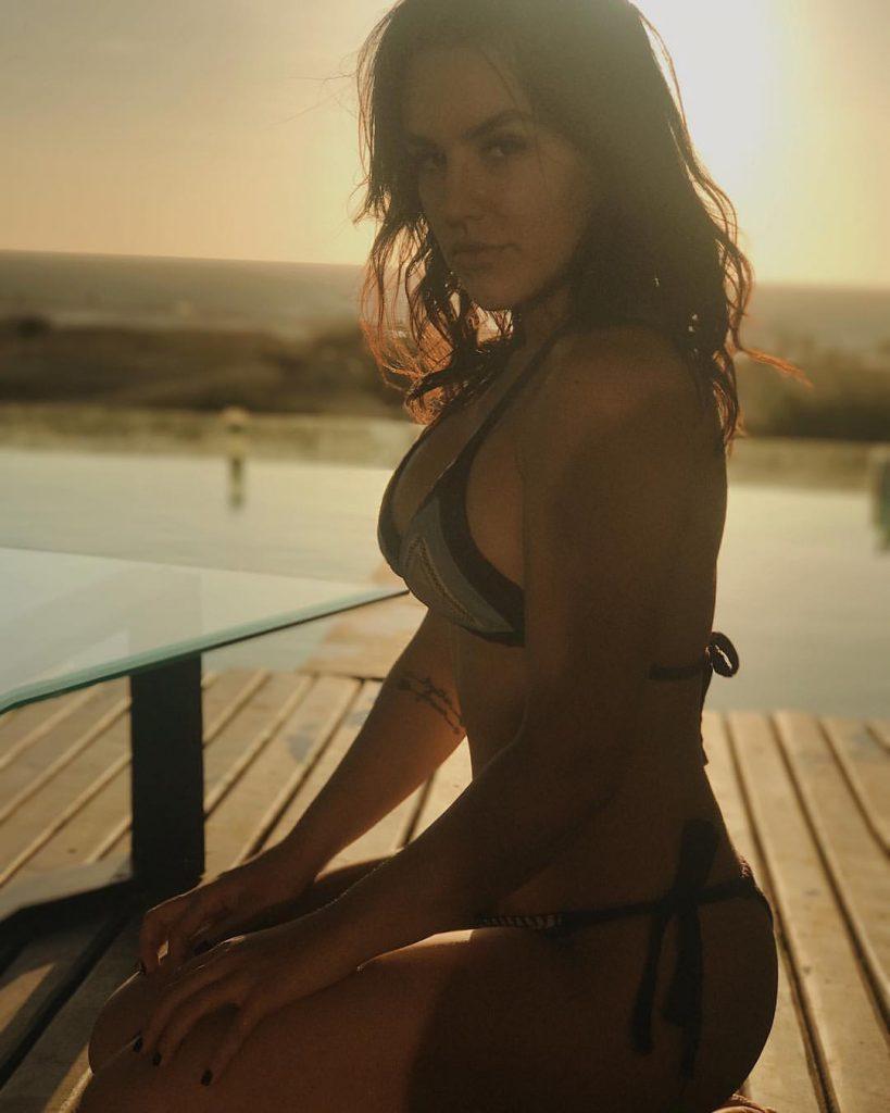 Kéfera Buchmann Sexy (31 Photos + Video)
