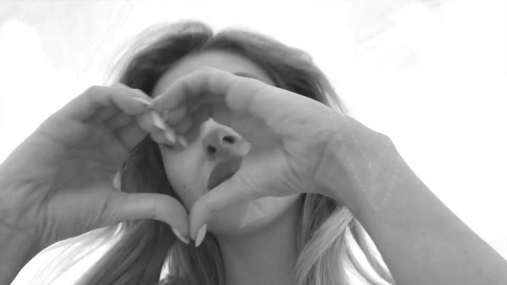 Nicola Peltz Sexy & Topless (18 Pics + Video)