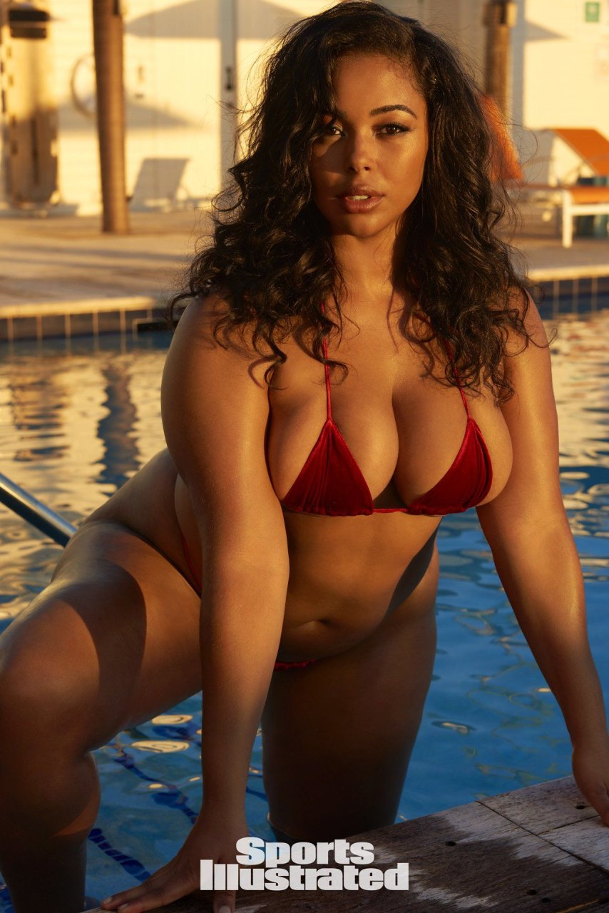Plus size sports illustrated swimsuit model