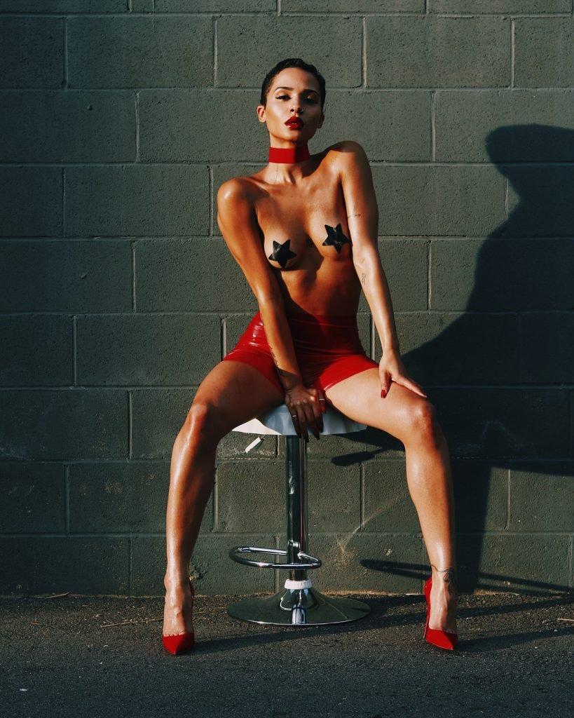 Tanaya Henry Sexy & Topless (11 Photos)