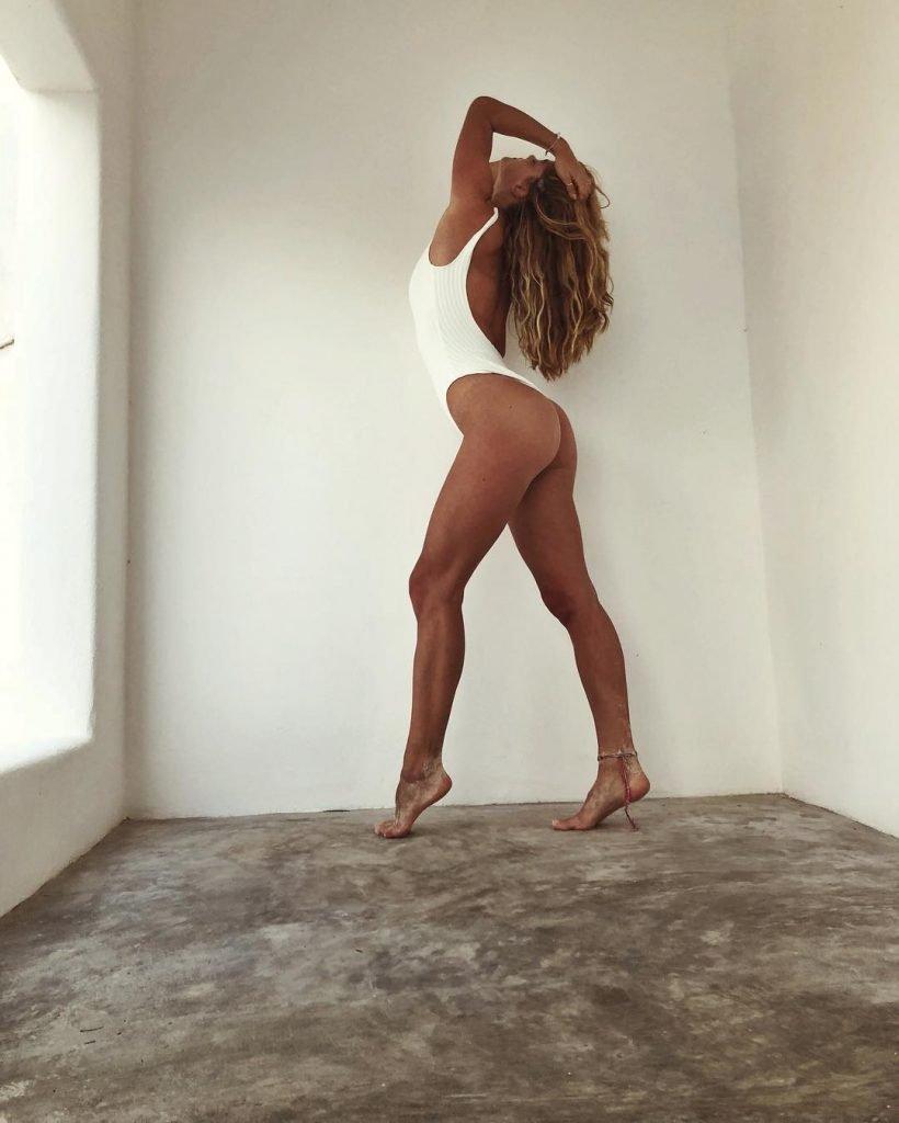 Nina Agdal Sexy (4 Photos)