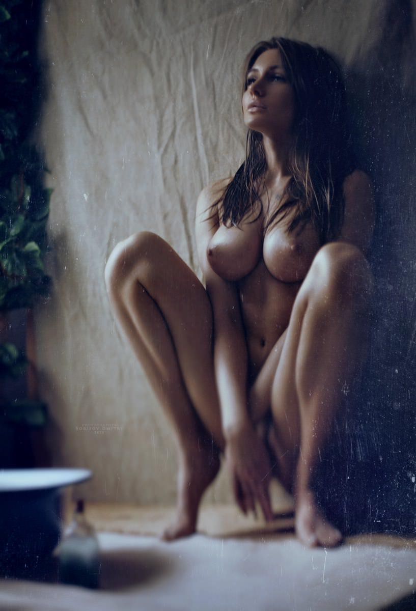 Leigh nude hunter