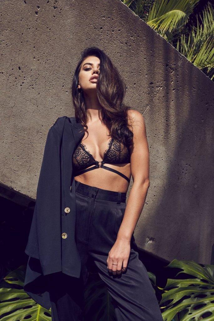 Caley-Rae Pavillard Nude & Sexy (27 Photos)