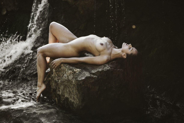 Evitel Nude
