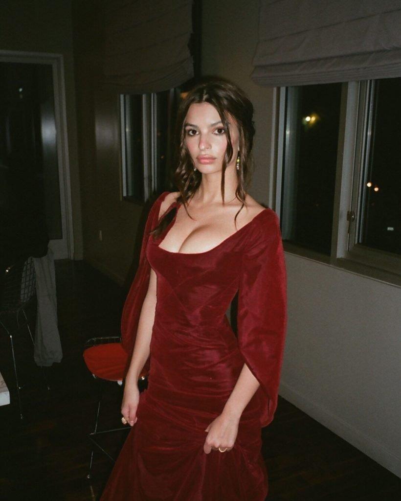 Emily Ratajkowski Sexy (37 New Photos)