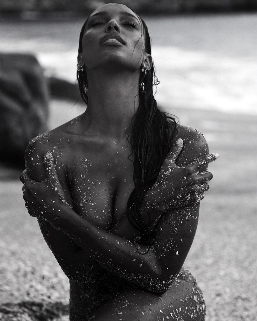 Jasmine Tookes Poses Naked On The Beach (4 Photos)
