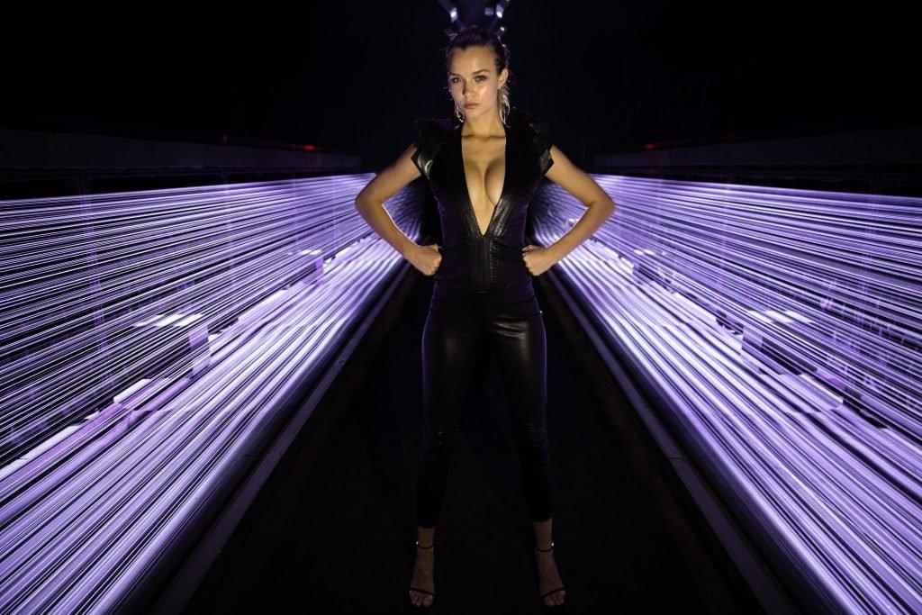 Josephine Skriver Shows Off Her Big Boobs in Virtual Reality (11 Photos + Gif)