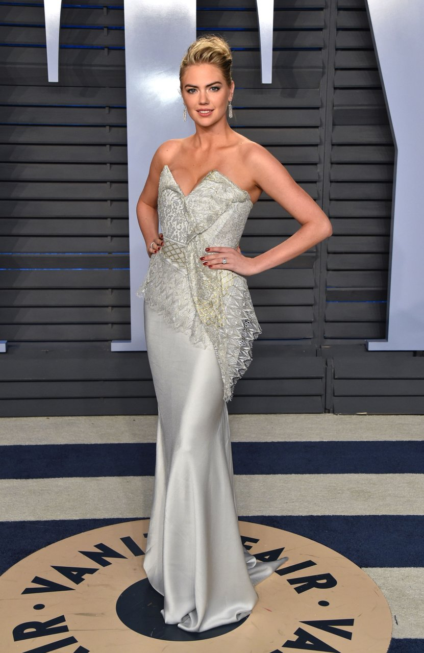 Busty Kate Upton steals the spotlight at the Vanity Fair
