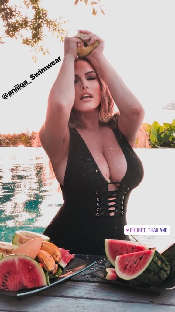 Kelly Brook Made A Splash In Boob-Baring Swimsuit (2 Pics)