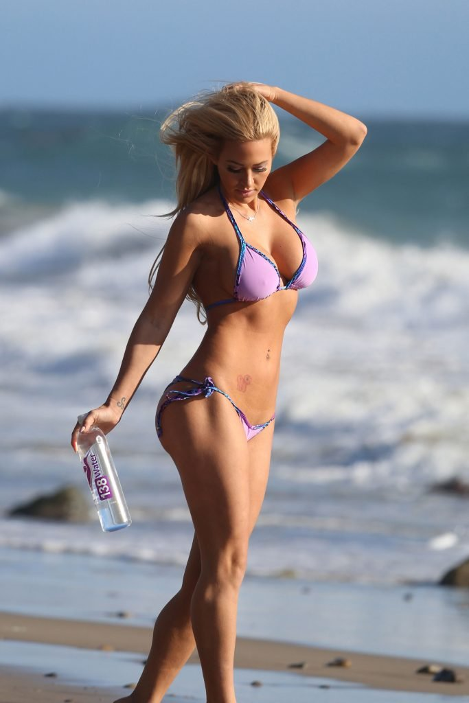 Kindly Myers Sexy (51 Photos + Video)