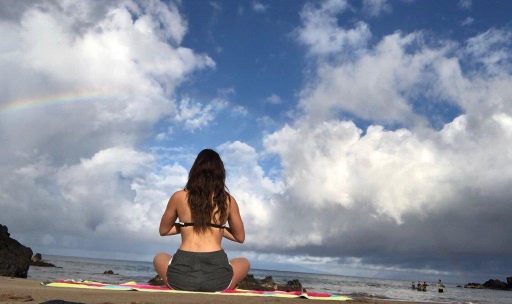 Kira Kosarin Does Sexy Yoga (30 Pics + Video)